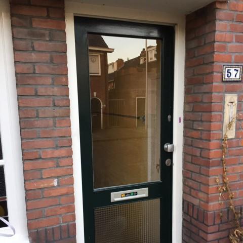 Twee ruiten in de voordeur vervangen gallerij afbeelding 1