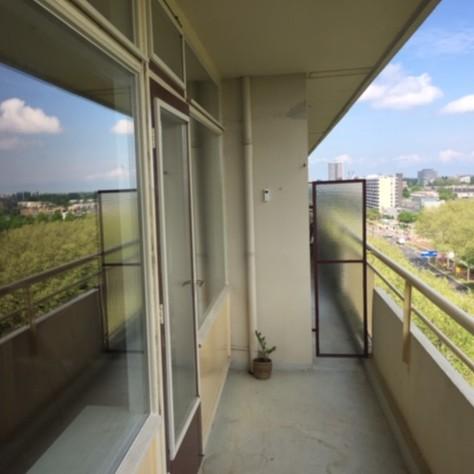 Renovatie van enkel naar dubbelglas op de 10e etage